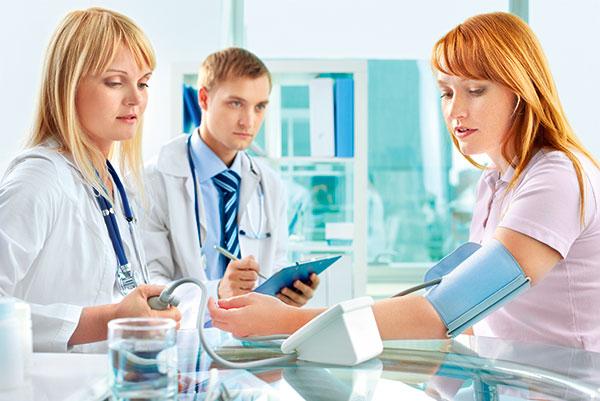 Низкое давление при беременности (2 триместр): что делать
