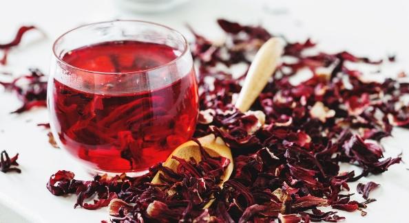 Чай каркаде повышает или понижает давление: как заваривать и пить?