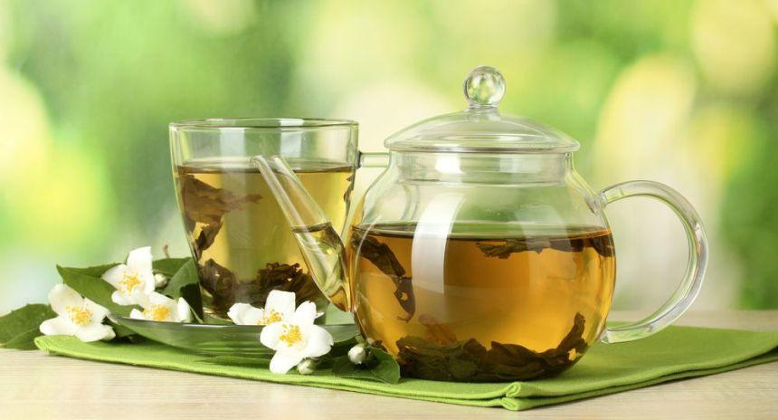 Горячий зеленый чай понижает или повышает давление