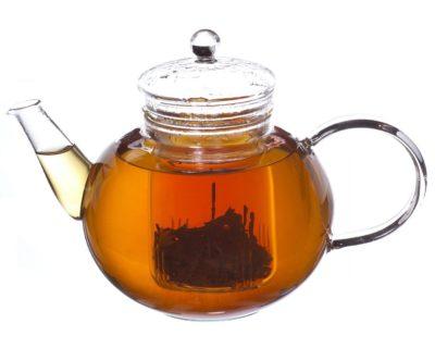 Как влияет крепкий чай на артериальное давление — повышает или понижает показатели?