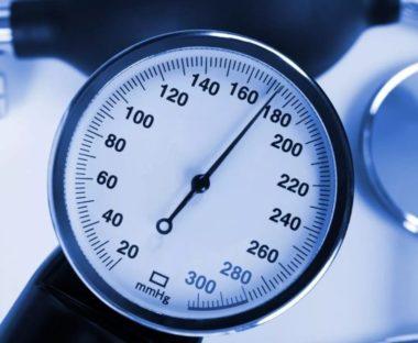 Что означает артериальное давление 180 на 110, что делать и как снизить высокие показатели — первая помощь