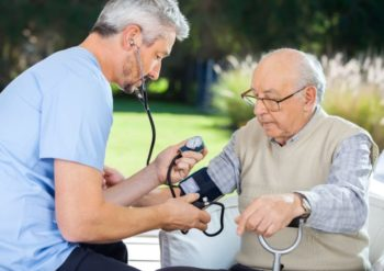 О чем говорит артериальное давление 170 на 90: что делать и как сбить высокие показатели в домашних условиях?