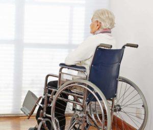 Инвалидность после инсульта: дают ли, в каких случаях положена группа, как получить пенсионеру, лежачему больному, через сколько времени можно оформлять, каков срок?