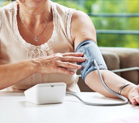 Пониженное давление у женщин пожилого возраста: признаки и симптомы